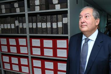 RA President Armen Sarkissian paid a visit to the National Archives of Armenia - Photolure News Agency