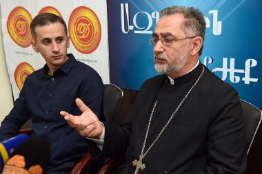 Advisor to the St. Astvatsatsin Church of Nork-Marash of the Araratian Patriarchal Diocese, priest Tovma Andreasyan and member of the 'Protection of Christian Values and Traditional Family' initiative Hayk Ayvazyan are guests in Blitz Info press club - Photolure News Agency