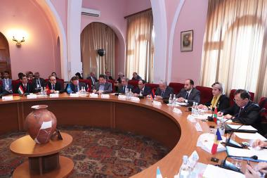 RA Minister of Education and Science Arayik Harutyunyan holds an opening speech during the second forum of CIS scientists at the session hall of the RA National Academy of Sciences - Photolure News Agency
