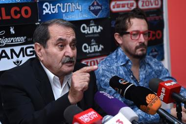 Political scientists Gurgen Yeghiazaryan and Menua Harutyunyan are guests in Hayeli press club - Photolure News Agency