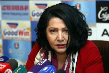 Businesswoman Silva Hambardzumyan presented the details on scandalous corruption in Hayatsk press club - Photolure News Agency
