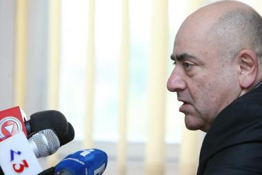 Former deputy Vardan Khachatryan are guest in Hayeli press club - Photolure News Agency
