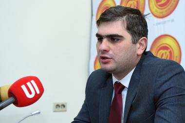Representative of the Armenian Revolutionary Federation's Labor Rights Protection Office created with the support of the Hrayr Maroukhian Foundation, economist Suren Parsyan is guest in Blitz Info press club - Photolure News Agency