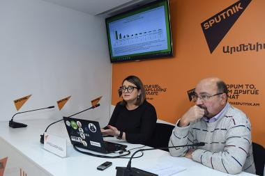Co-founders of staff.am website Luiza Avetisyan and Vahe Avetisyan gave a press conference on the topic of the statistical analysis of the RA labour market at the Sputnik Armenia press center - Photolure News Agency