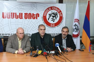 Members of 'Sasna Tsrer' Pan-Armenian party Jirair Sefilian, Varuzhan Avetisyan and Garegin Chookaszian gave a press conference at the party's office - Photolure News Agency