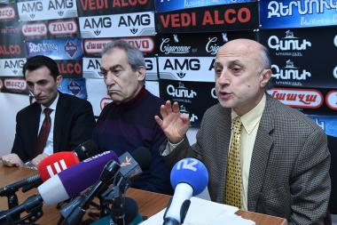 Head of the Culture Monument Protection Agency of the RA Ministry of Culture Armen Abroyan and artistic director of the 'Little Singers of Armenia' choir Tigran Hekekyan are guests in Hayeli press club - Photolure News Agency