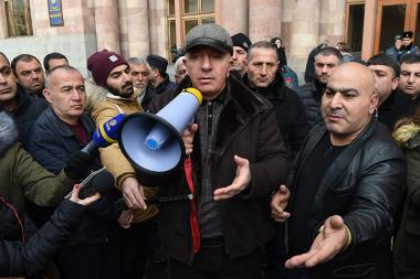 Auto importers hold a protest action against the RA State Revenue Committee and Davit Ananyan in front of the RA Government's building - Photolure News Agency