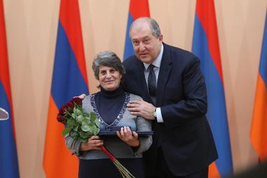 RA President Armen Sarkissian handed awards on the occasion of the Army Day at the RA Presidential Palace - Photolure News Agency