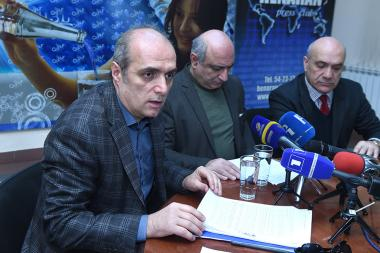 Chairman of Committee to Protect Freedom of Expression Ashot Melikyan, head of Yerevan Press Club Boris Navasardyan and head of 'Asparez' Journalists' Club Levon Barseghyan are guests in Henaran press club - Photolure News Agency