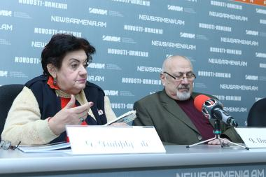 Head of 'Sustainable Human Development' NGO Karine Danielyan and environmentalist Gagik Sukhudyan are guests at Novosti-Armenia press center - Photolure News Agency