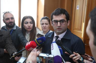 RA Minister of Transport, Communication and IT Hakob Arshakyan hold a meeting with the deputies of 'My Step' alliance at the RA National Assembly - Photolure News Agency