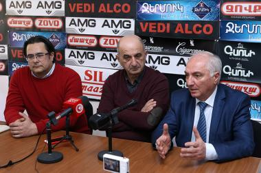Chairman of Democratic Party of Armenia Aram G. Sargsyan, former MP Vigen Khachatryan and Andreas Ghukasyan are guests in Hayeli press club - Photolure News Agency