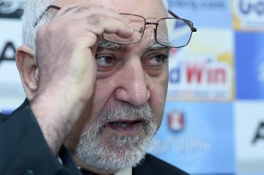 Leader of the National Self-Determination Union Paruyr Hayrikyan is guest in Hayatsk press club - Photolure News Agency