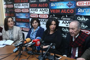 Chairperson of the RA Journalists' Union Satik Seyranyan, editor-in-chief of 'Hraparak' daily Armine Ohanyan, editor of 'Nyut' news agency Ashot Aghababyan, publicist Meruzhan Ter-Gulanyan are guests in Hayeli press club - Photolure News Agency