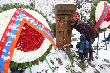 The organizing committee of Artsakh Republic and a number of non-governmental organizations pay tribute to the victims of Sumgait massacres at Tsitsernakaberd - Photolure News Agency