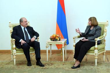 RA President Armen Sarkissian received credentials from the newly appointed Ambassador of the U.S. to Armenia lynne Tracy - Photolure News Agency