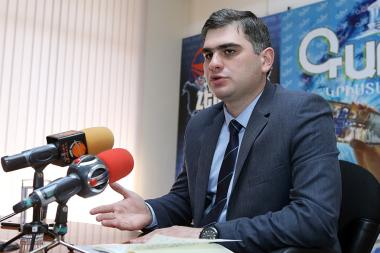 ARF Bureau's Economic Research Officer Suren Parsyan is guest in Henaran press club - Photolure News Agency