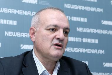 Political technologist Vigen Hakobyan gave a press conference at the Novosti-Armenia press center - Photolure News Agency