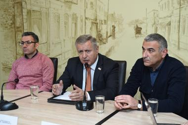 Member of 'My Step' faction Hayk Gevorgyan, member of 'Prosperous Armenia' faction Sergey Bagratyan and financial expert Hovhannes Avetisyan are guests in 'Article 3' press club - Photolure News Agency
