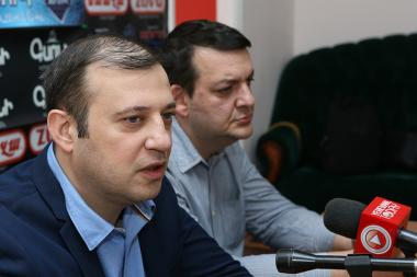 MP Vahan Babayan and media expert Tigran Kocharyan gave a press conference in Hayeli press club - Photolure News Agency