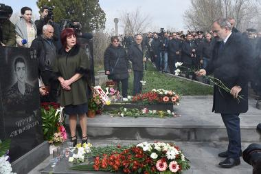 A tribute in memory of April war heroes was paid at Yerblur Military Pantheon - Photolure News Agency