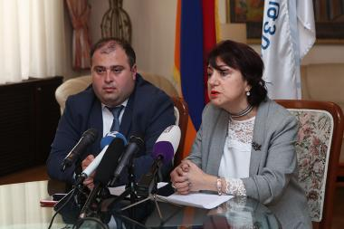Chairman of the newly elected board of 'Heritage' party Andranik Grigoryan and board's deputy chairwoman Narine Dilbaryan gave a press conference at the 'Heritage' party's office - Photolure News Agency