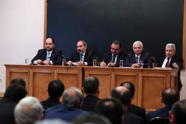 RA Prime Minister Nikol Pashinyan paid a visit to the Faculty of Economics and Management of the Yerevan State University - Photolure News Agency