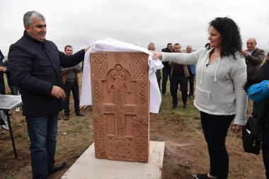 A khachkar was placed on the Talin Memorial Forest of Aragatsotn Province opened with the support of the American-Armenian writer Anya Astvatsaturyan and dedicated to the 30th anniversary of the Armenian Massacres in Baku - Photolure News Agency