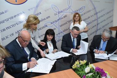 Signing ceremony of the 'Decent Work' national program took place at the RA Ministry of Labor and Social Affairs - Photolure News Agency