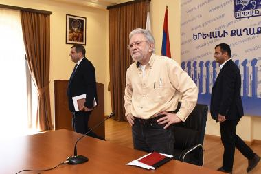 Chief of Architect of Yerevan Arthur Meschian gives a press conference at the Municipality of Yerevan - Photolure News Agency