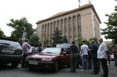 Demonstrators closed the doors of all the courts in the republic - Photolure News Agency