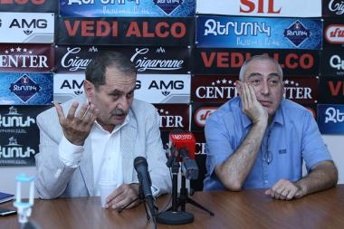 Gurgen Yeghiazaryan and political technologist Karen Kocharyan are guests in Hayeli press club - Photolure News Agency