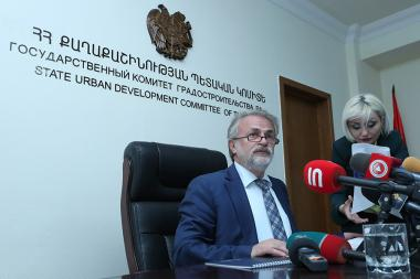 Chairman of State Urban Development Committee Vahagn Vermishyan gives a press conference - Photolure News Agency