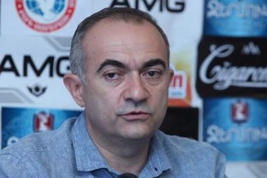Head of the International Center for Human Development Tevan Poghosyan gives a press conference in Tesaket press club - Photolure News Agency