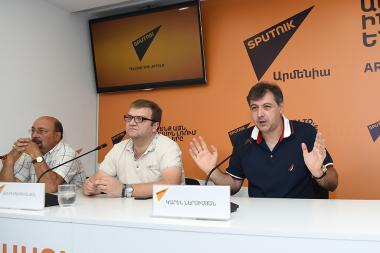 Artistic director of the State Russian Drama Theatre named after K. Stanislavski Karen Nersisyan and acting director Yuri Igitkhanyan are guests at the Sputnik Armenia press center - Photolure News Agency