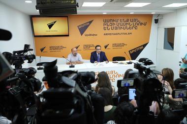 Head of the office of the second Armenian President, Ph.D. in Political Science Viktor Soghomonyan gave a press conference at the Sputnik Armenia press center - Photolure News Agency