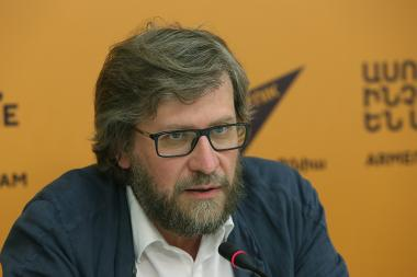 Russian political scientist Fyodor Lukyanov gives a press conference at Sputnik Armenia press center - Photolure News Agency