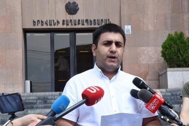 Coordinator of the 'Yerevan Protection Front' initiative Babken Harutyunyan gave a press conference in front of the Yerevan Municipality - Photolure News Agency
