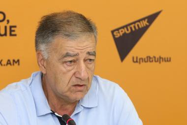 Former Minister of Nature Protection, Advisor to the Director of the Institute of Geology of the RA National Academy of Sciences Sargis Shahazizyan gave a press conference at the Sputnik Armenia press center - Photolure News Agency