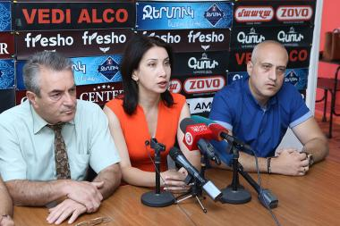 Former members of the City Council Sona Aghekyan, Gagik Sarukhanyan and Sargis Ter-Yesayan are guests in Hayeli press club - Photolure News Agency