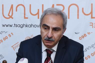 Chairman of 'Consumer Consulting Center' NGO Karen Chilingaryan gave a press conference in Zarkerak press club - Photolure News Agency