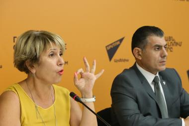 'One Health' coalition leader, international expert on biological safety Grigor Grigoryan and co-founder of the same coalition, environmental expert Silva Adamyan are guests at the Sputnik Armenia press center - Photolure News Agency