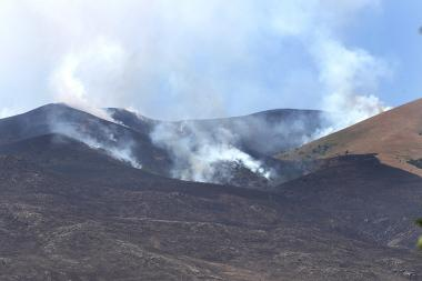 Fire at the foot of Ara mountain of Kotayk Province, Armenia - Photolure News Agency