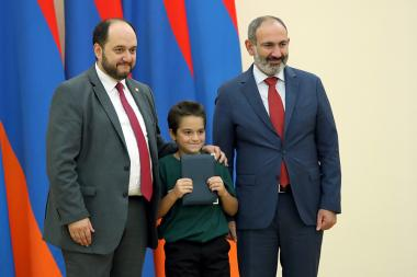 Prime Minister Nikol Pashinyan received the winners of 'Kangaroo 2019' competition at the RA President's Residence - Photolure News Agency