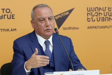 Director of 'Concern Dialogue' law firm Sedrak Asatryan gave a press conference at the Sputnik Armenia press center - Photolure News Agency