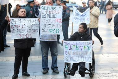 People protest action in front of the RA Government's building - Photolure News Agency