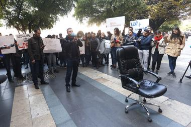 ARF Youth Union of Armenia holds a protest action demanding Arayik Harutyunyan's resignation in front of the RA Government's building - Photolure News Agency