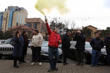 Supporters of the RA Constitutional Court President Hrayr Tovmasyan hold an action in front of the RA Constitutional Court - Photolure News Agency