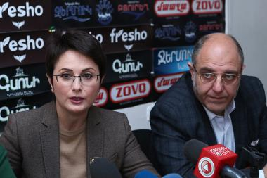 Former Deputy Director of Public Radio Lika Tumanyan, President of the Armenian Association of Experts Tigran Kocharyan and psychologist Mihrdat Madatyan are guests in Hayeli press club - Photolure News Agency