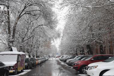 Snowfall in Yerevan. Long-awaited snow has come to Yerevan at last - Photolure News Agency